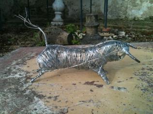 Petit Toro (fil de fer anodisé)
