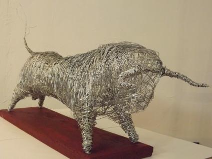 Petit Toro (bois, fil de fer anodisé)